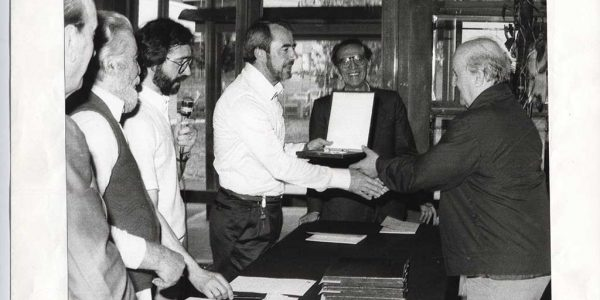 1983 – 17° Premio Bugatti – targa mostra Anni Trenta a scultore Scalvini – Archivio foto LAP