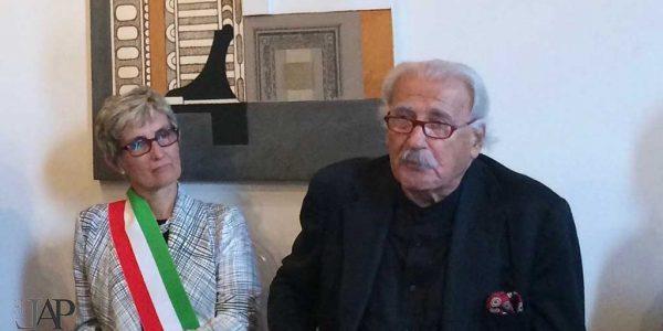 2014 – Concetto Pozzati – 55° Premio BBGS – Premio alla carriera – con sindaco Rosaria Longoni